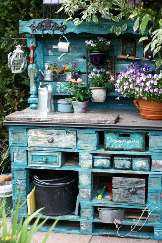 ein pflanztisch aus alten paletten shabby chic im garten foto e fornelli. Black Bedroom Furniture Sets. Home Design Ideas